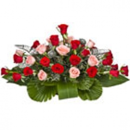 Special Boat-shaped arrangement of 20 Pink and red Roses